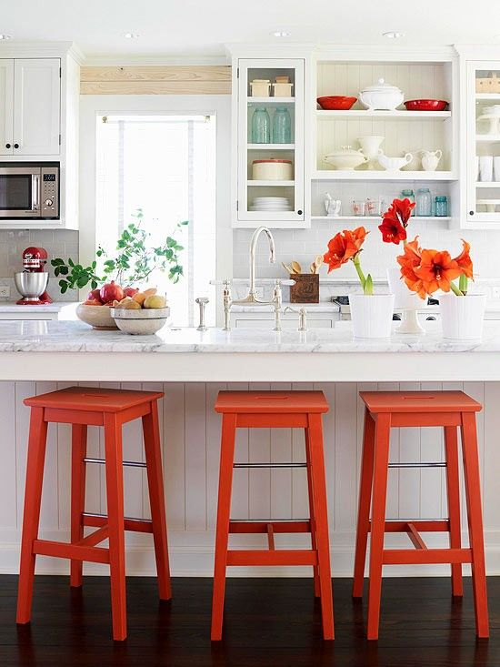 LOVE these fresh pops of orange on the stools