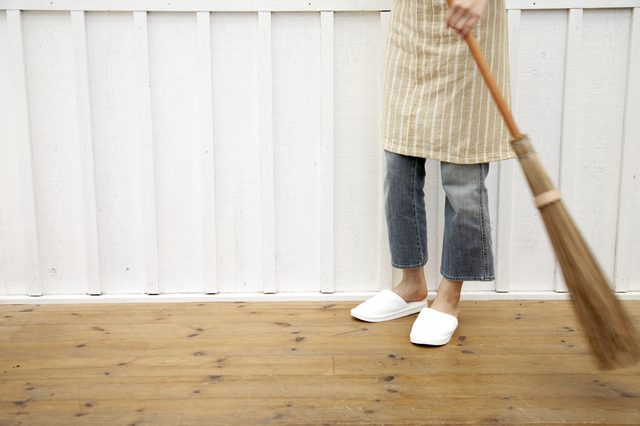 Time to clean up the porch 10 ways to spruce up your front porch - from Front Porch Mercantile